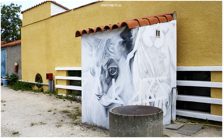 mural de gatos pintado por Pinche