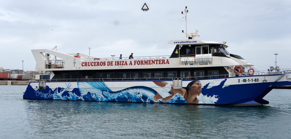 Graffiti sobre barco en ibiza por Pinche