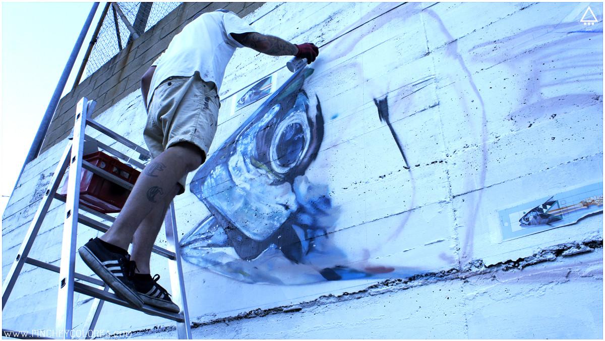 Graffiti mural profesional de un pez en León